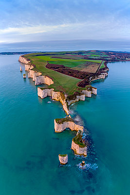 UK, England, Dorset, Isle of Purbeck, Swanage, Jurassic Coast, The Foreland or Handfast Point, Old Harry Rocks - p651m2085237 by Alan Copson