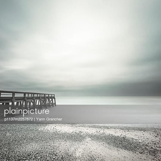 France, Normandie, Pier - p1137m2257872 by Yann Grancher
