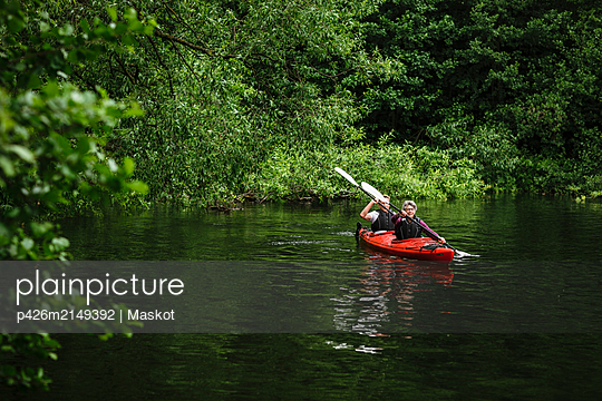 Senior man and woman learning kayaking in sea during training course - p426m2149392 by Maskot