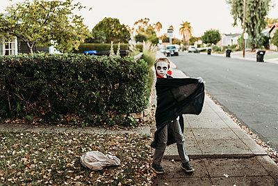School aged boy dressed as Dracula posing in costume on Halloween - p1166m2208402 by Cavan Images