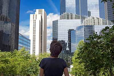 Woman and buildings - p445m1040054 by Marie Docher