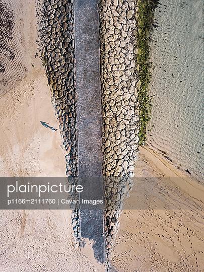 Aerial view of pier - p1166m2111760 by Cavan Images