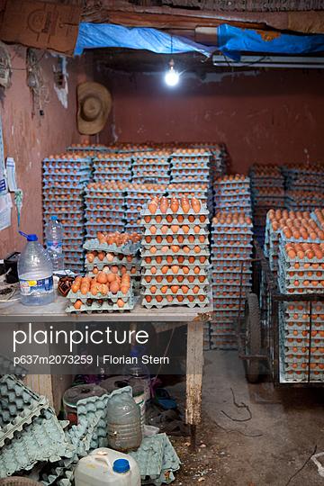 Eierhändler - p637m2073259 von Florian Stern