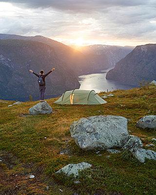 Zelten am Aurlandsfjord - p1124m933615 von Willing-Holtz