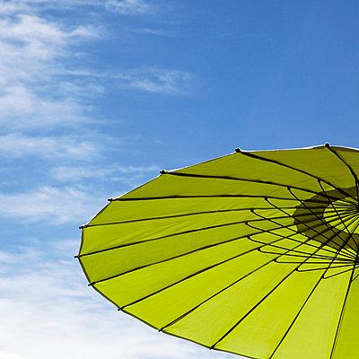 Sonnenschirm - p415m1057732 von Tanja Luther