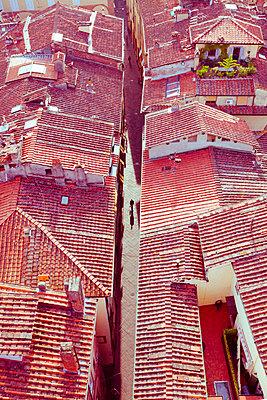 Blick auf die Dächer von Lucca - p432m1492028 von mia takahara