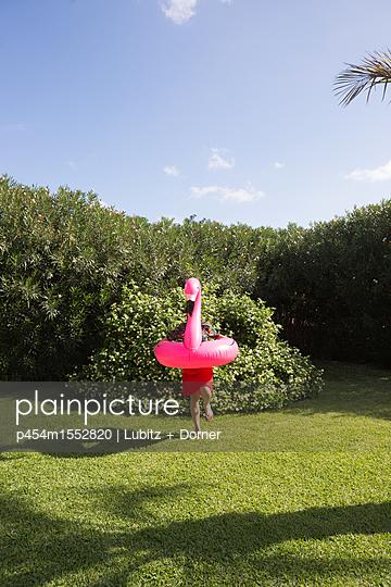 Komischer Vogel - p454m1552820 von Lubitz + Dorner