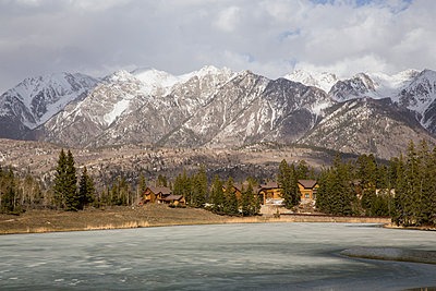 Rocky Mountains and frozen lake - p1291m1548065 by Marcus Bastel