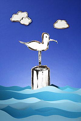 Die Möwe Ingo wäre gern ein Flamingo - p237m1573071 von Thordis Rüggeberg