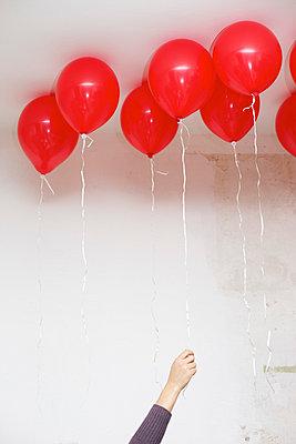 Red balloons - p5862942 by Kniel Synnatzschke