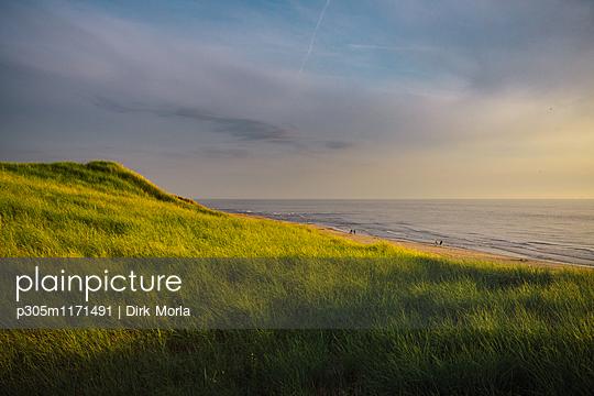 Sonnenuntergang in Holland - p305m1171491 von Dirk Morla