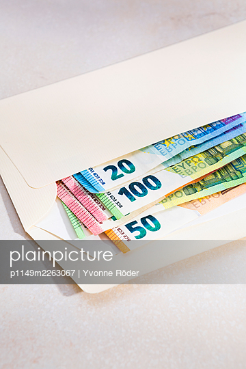 Banknotes - p1149m2263067 by Yvonne Röder