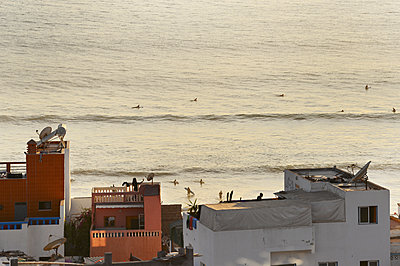 Morocco, Taghazout, Surfer - p1167m2269970 by Maria Schiffer