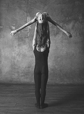 Ballet pose - p1476m1564098 by Yulia Artemyeva