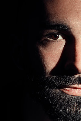 Drama portrait of a bearded man  - p1540m2122852 by Marie Tercafs