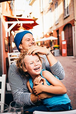 Father and son having fun, Luino, Lombardy, Italy - p429m1105780 by JFCreatives
