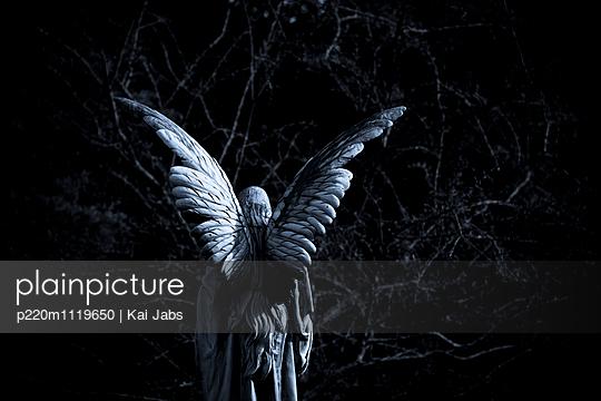 Engel auf dem Friedhof - p220m1119650 von Kai Jabs