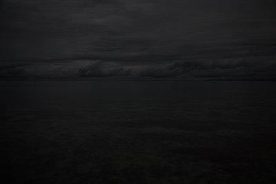 Nachtaufnahme vom Meer - p1461m1525168 von NASSIM OHADI