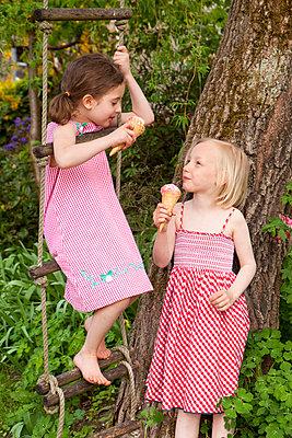 Zusammen Eis essen - p4350116 von Stefanie Grewel