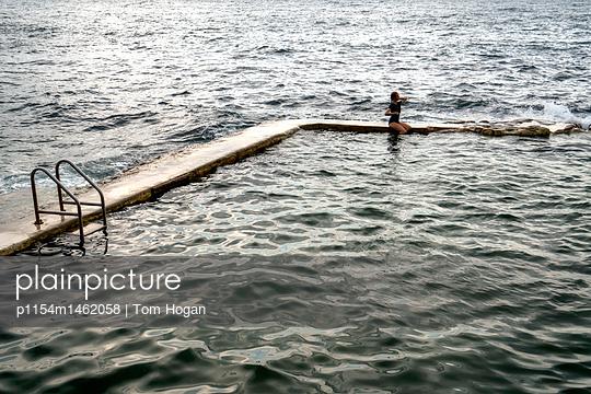 Meeresschwimmbecken - p1154m1462058 von Tom Hogan