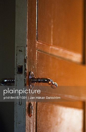 Offene Tür - p1418m1571331 von Jan Håkan Dahlström