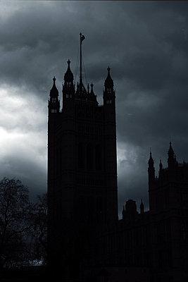 Tower Bridge at night, London - p945m2223010 by aurelia frey