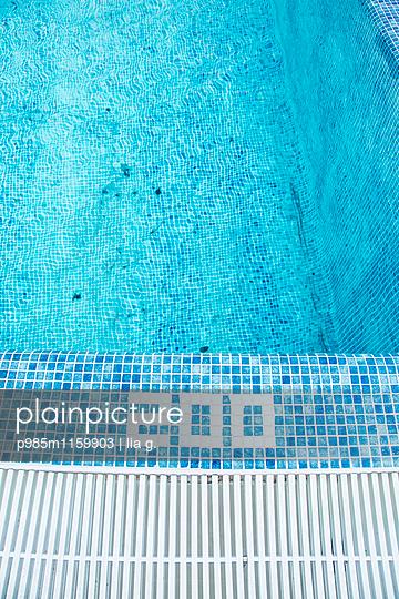 Swimming pool  - p985m1159903 by lia g.