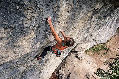 Woman free climbing - p1352m1425332 by Kilian Reil