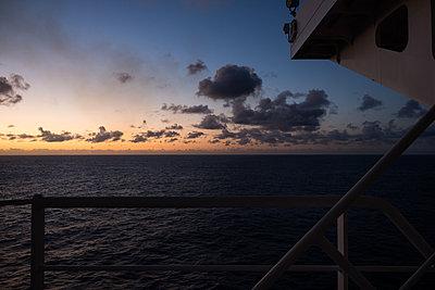 Sonnenaufgang - p930m2148408 von Ignatio Bravo