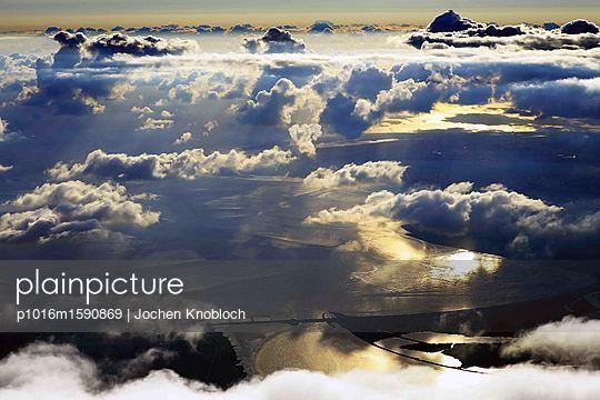 Eidersperrwerk und Wolkengebilde - p1016m1590869 von Jochen Knobloch