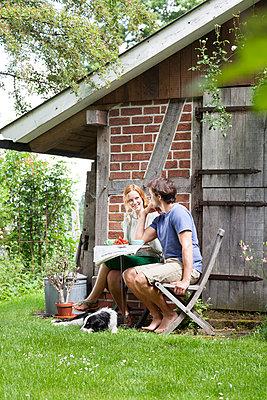 Im Garten - p606m938054 von Iris Friedrich