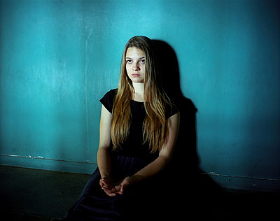 Trauriges Mädchen - p945m925134 von aurelia frey