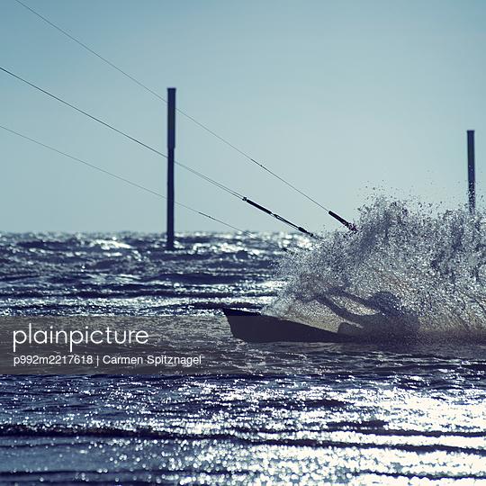 Kitesurfer - p992m2217618 von Carmen Spitznagel
