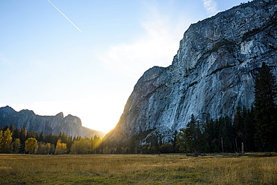 Scenic view of Yosemite National Park against sky - p1166m1210524 by Cavan Images