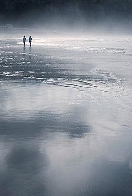 Paar am Meer - p1443m1511332 von SIMON SPITZNAGEL
