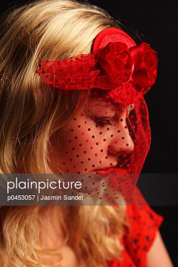 Red veil - p0453057 by Jasmin Sander