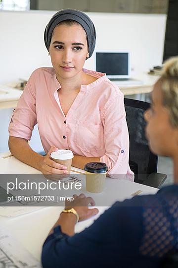 Frauen im Gespräch - p1156m1572733 von miep