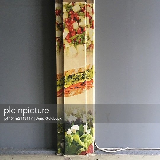 Wallpapered cable duct - p1401m2143117 by Jens Goldbeck