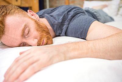 schlafender Mann - p1156m2007687 von miep