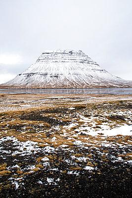 Schneebedeckter Berg in Island - p1396m1466892 von Hartmann + Beese