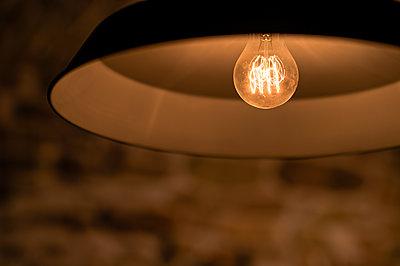 Vintage Lampe - p227m1074249 von Uwe Nölke