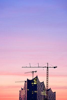 Germany, Hamburg, Elbphilharmonie at dawn - p300m1023276f by Biederbick&Rumpf