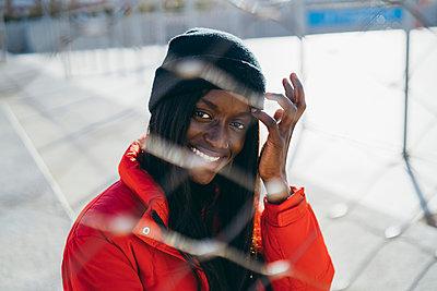 Smiling woman with jacket at park - p300m2282732 by Manu Padilla Photo