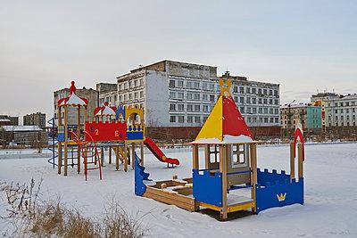 Spielplatz in Russland - p390m973251 von Frank Herfort