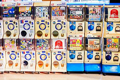 Gashapon vending machine - p579m2014826 by Yabo