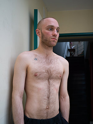 Bare-chested man with bald head - p1267m2043233 by Jörg Meier