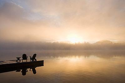 USA, New York State, Adirondack State Park, Morning mist on lake in Adirondack Mountains - p1427m2254882 by Chris Hackett