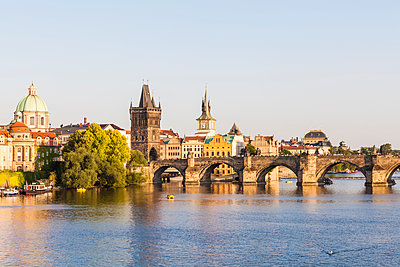 Czech Republic, Prague, Vltava and Old Town Bridge Tower on Charles Bridge - p300m1499217 by Werner Dieterich