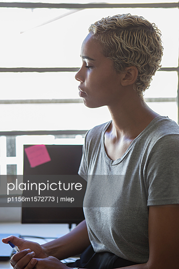 Frau im Profil - p1156m1572773 von miep