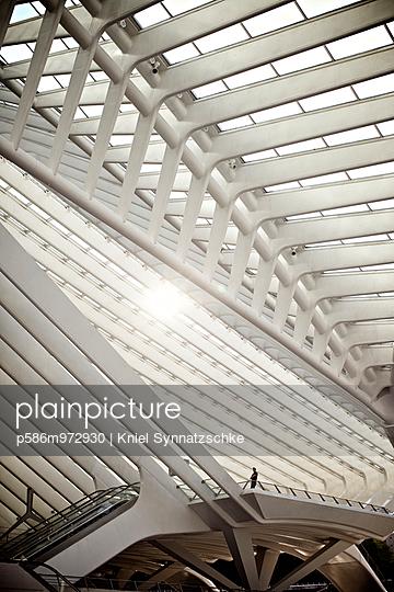 Imposante Dachkonstruktion - p586m972930 von Kniel Synnatzschke